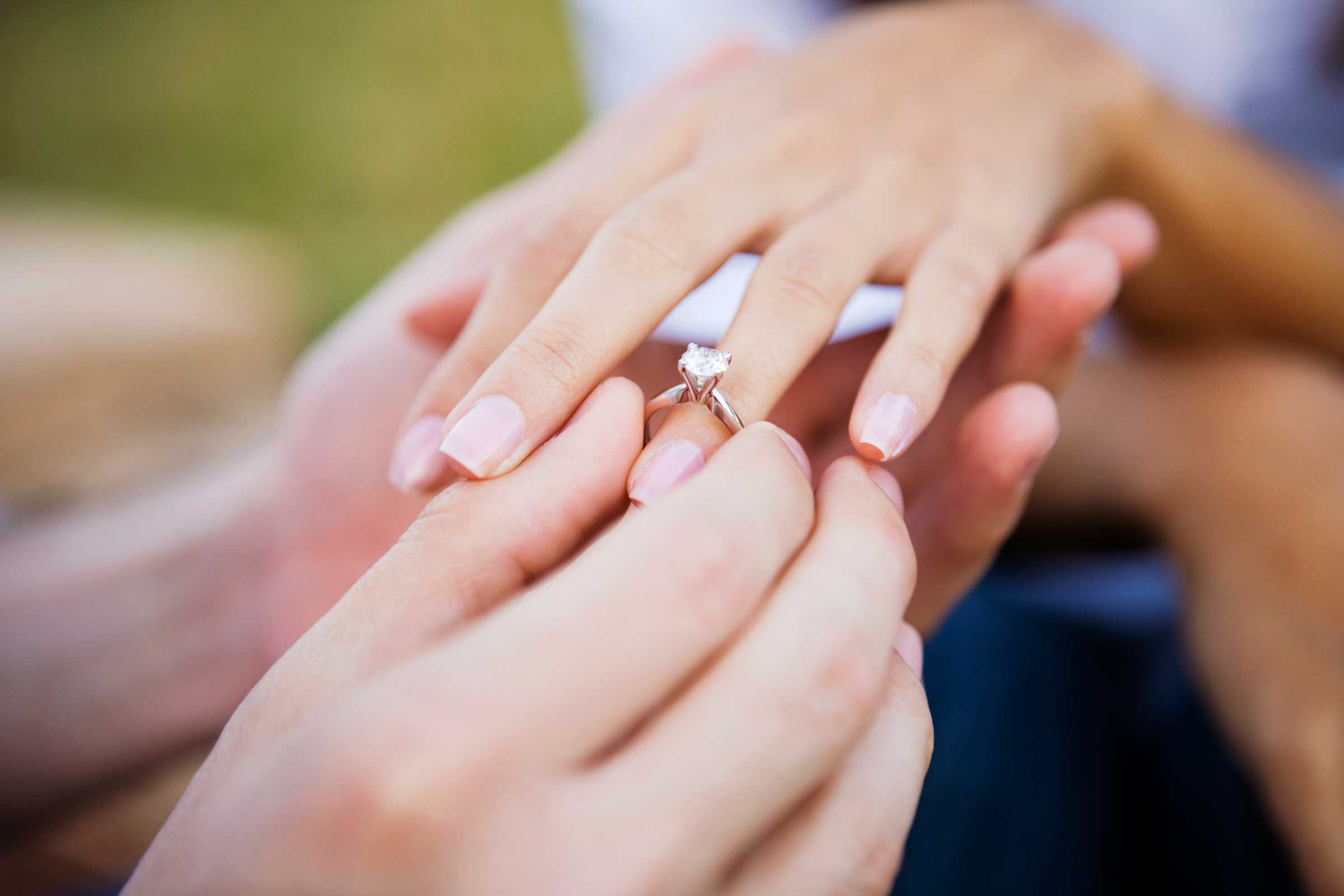 Who gets to keep the ring when a couple separates? - BurkeMead Lawyers